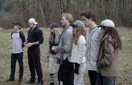 Les Cullen jouent au baseball