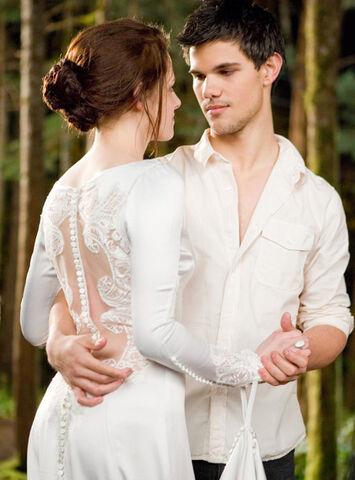File:Bella-and-Jacob.jpg