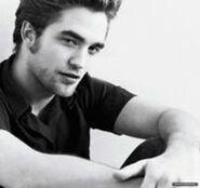202px-Robert Pattinson 140