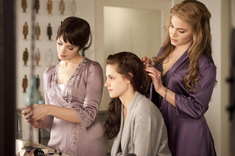 Rosalie Helps Alice Get Bella Ready For Her Wedding