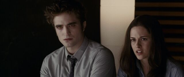 File:165467edward and bella in their graduation.jpg