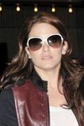 134px-Twilight+star+Nikki+Reed+wears+oversized+sunglasses+1NyOyk24R52l