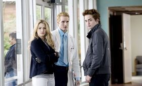 Twilight-rosalie-carlisle-edward-hospital