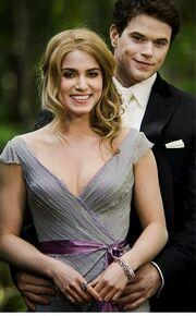 Rosalie und Emmett bei der Hochzeit