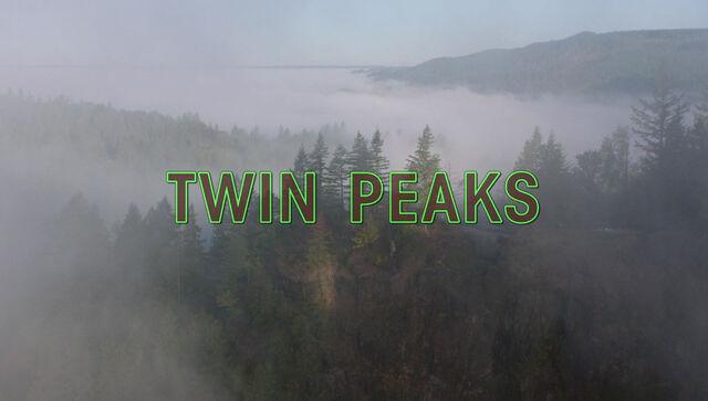 ファイル:TwinPeaks2017 openingshotcredits.jpg