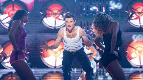 Kacper Kuszewski jako Robbie Williams - Twoja Twarz Brzmi Znajomo
