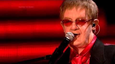 Michał Kwiatkowski jako Elton John Twoja twarz brzmi znajomo
