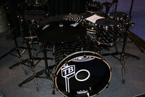 Travis-barker-kit-5