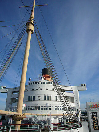 450px-Queen Mary forecastle-1-