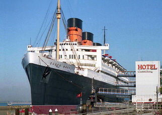 800px-Hotel Queen Mary, Long Beach 01-1-