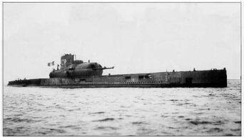 Sous marin surcouf small-1-