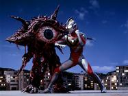 Gan-Q 02 v Ultraman Gaia