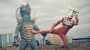 Alien Karly v Ultraman Leo