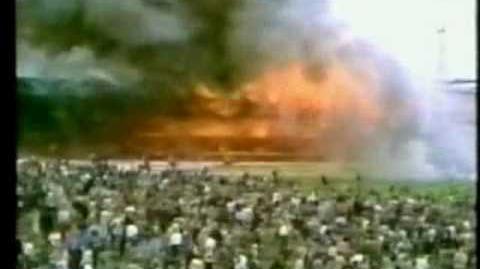 Bradford Football Disaster - Raw Footage- 'incendio scoppiato durante una partita di calcio