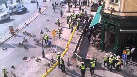 AIK'are slåss mot polisen vid Kornhamnstorg 2011-04-21