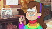 185px-S2e9 mabel holding candy