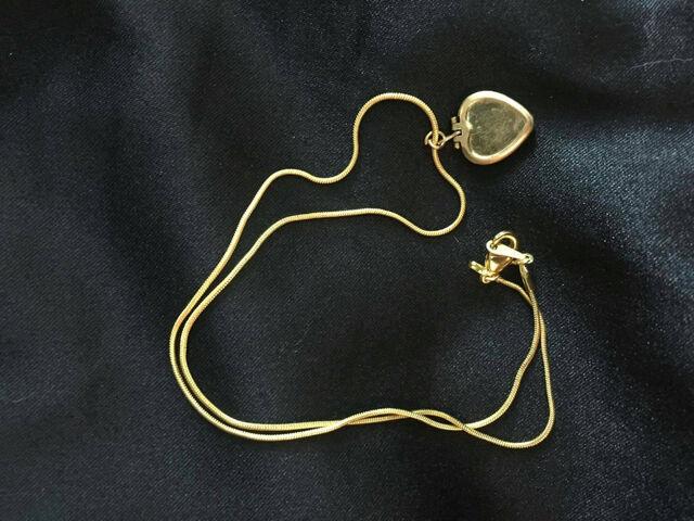 File:Undertale Necklace Golden Heart Locket.jpg