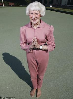 File:Yoga-super-granny-04.jpg