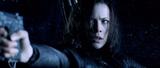 Selene points her gun at Michael