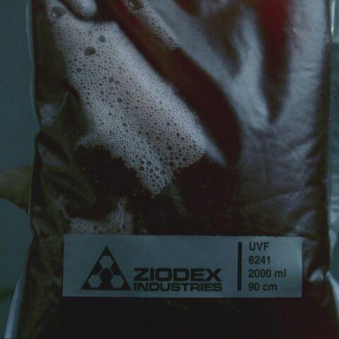 Une poche de sang synthétique fabriquée par Ziodex Industries
