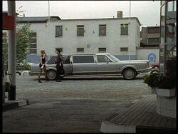 Lincoln-Town-Car-F05-01