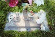 Delta Dawn Grave