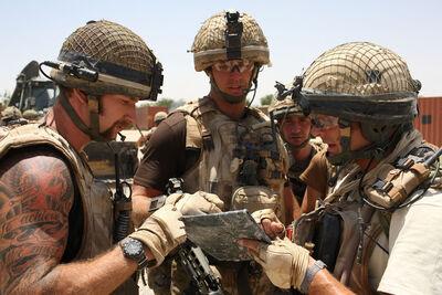 British Paratroopers Injured Patrol Friendly T2AfJh2dsjql