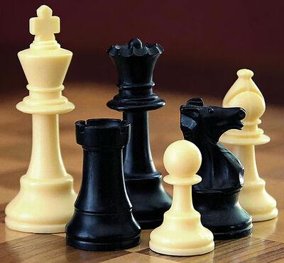 647px-ChessSet