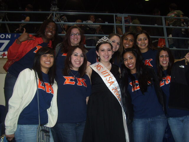 File:2009 - Ms UTSA - posing with sorority at 2010 HC game.JPG