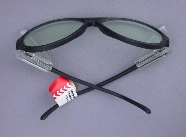 File:Optiek Lunar - 800px-SafetyGlassesShield.jpg