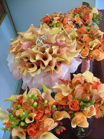 File:Agatha - orange wedding bouquets.jpg
