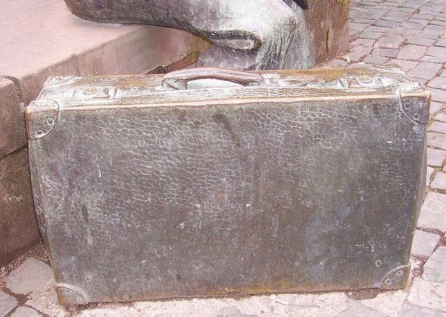 File:Luggage - Louische Koffer.jpg