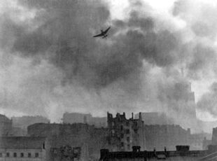 Warsaw Uprising stuka ju-87 bombing Old Town