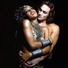 File:Lestat and Akasha.jpg