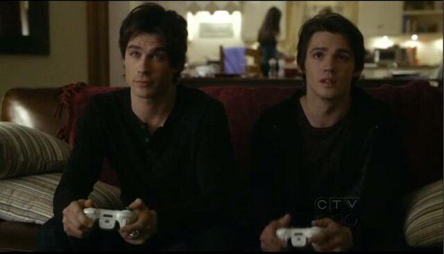 Archivo:Damon and Jeremy.jpg