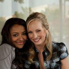 Katerina y Candice juntas detrás de las escenas