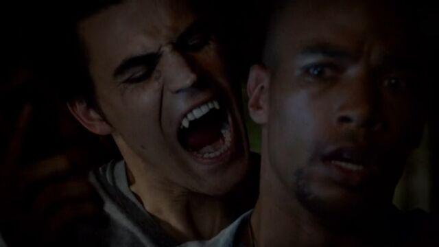 File:Stefan bites Jesse TVD 5x04.jpg