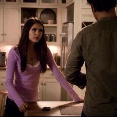 Elena fragt Ric, was los ist