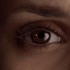Elena manipuliert
