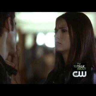Elena fragt ob Stefan ins Footballteam eintreten will.