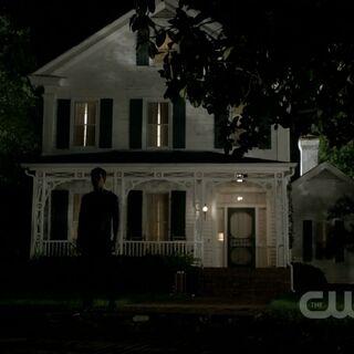 Das Haus bei Nacht.