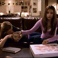 Elena und Jenna im Gilbert Haus