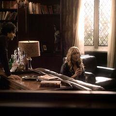 Caroline erzählt Stefan und Damon von ihren Treffen mit Katherine