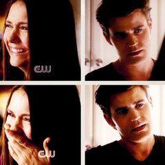 Elena kann nicht aufhören zu lachen
