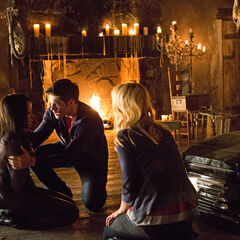 Klaus forces Bonnie to put him back in his body