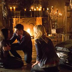 Klaus fuerzas Bonnie le puso de nuevo en su cuerpo