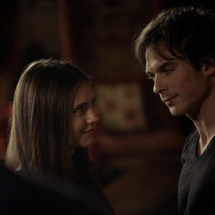 do elena and damon hook up