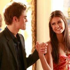 Stefan und Elena kommen auf dem Gründerfest an.