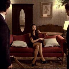 Katerine verlangt von Damon und Stefan den Mondstein