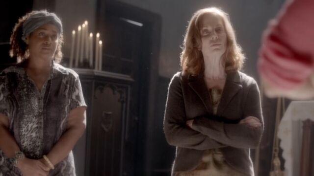 File:Agnes and Bastiana TO 1x05.jpg